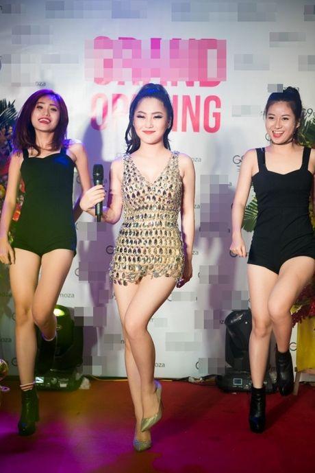 Huong Tram sexy bat chap thoi tiet lanh - Anh 6