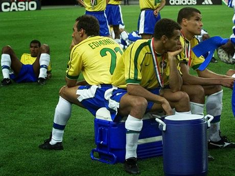 Con dong kinh cua Ronaldo tai World Cup 1998: Thuyet am muu va bi mat khung khiep - Anh 12