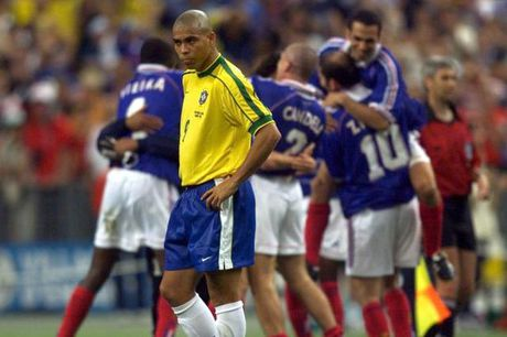 Con dong kinh cua Ronaldo tai World Cup 1998: Thuyet am muu va bi mat khung khiep - Anh 1