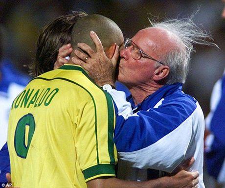 Con dong kinh cua Ronaldo tai World Cup 1998: Thuyet am muu va bi mat khung khiep - Anh 4