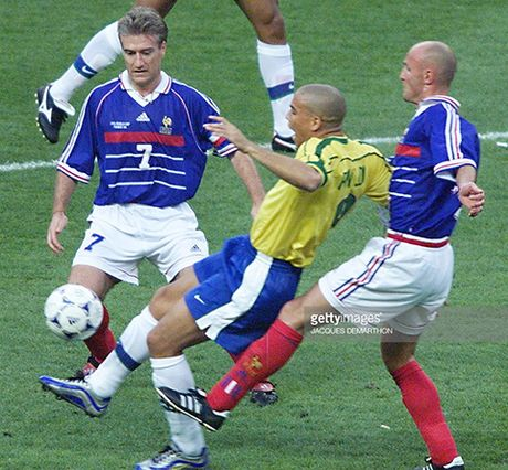 Con dong kinh cua Ronaldo tai World Cup 1998: Thuyet am muu va bi mat khung khiep - Anh 6