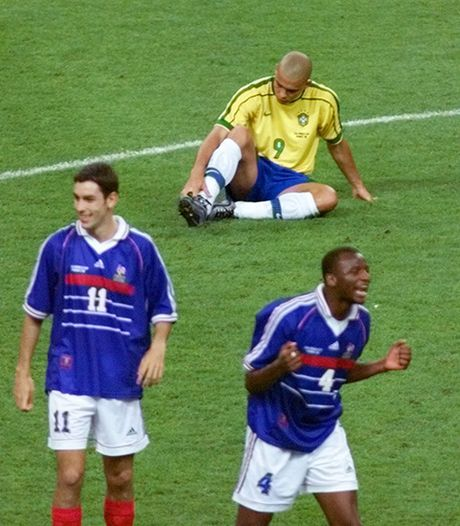 Con dong kinh cua Ronaldo tai World Cup 1998: Thuyet am muu va bi mat khung khiep - Anh 7
