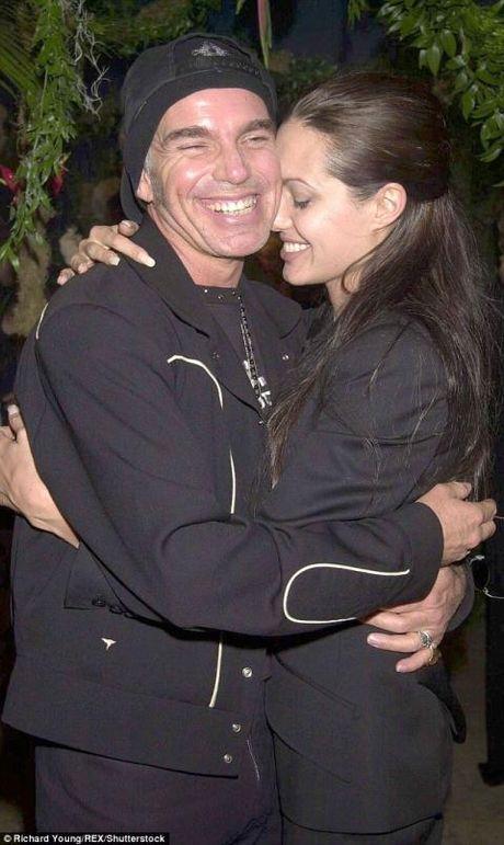 Du co chung 'lo mau' nhung Billy Bob Thornton van thieu tu tin khi o ben Angelina Jolie - Anh 2