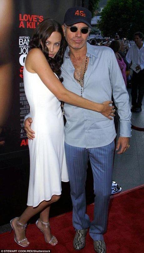 Du co chung 'lo mau' nhung Billy Bob Thornton van thieu tu tin khi o ben Angelina Jolie - Anh 3