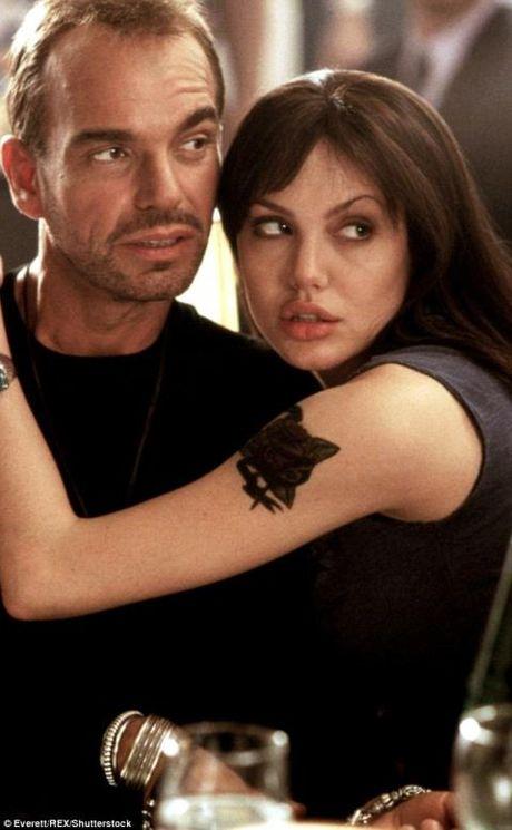 Du co chung 'lo mau' nhung Billy Bob Thornton van thieu tu tin khi o ben Angelina Jolie - Anh 4