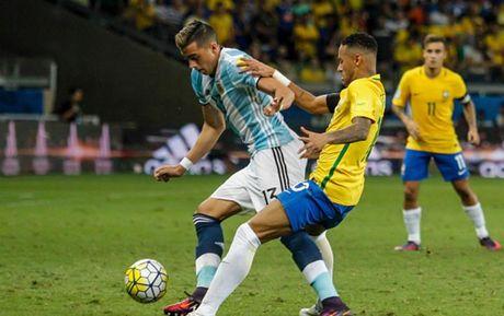 Cham diem Brazil 3-0 Argentina: Neymar che mo Messi - Anh 17