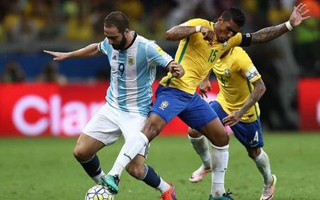 Cham diem Brazil 3-0 Argentina: Neymar che mo Messi - Anh 24