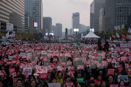 25.000 canh sat Han Quoc trong tinh trang san sang doi pho bao dong - Anh 1