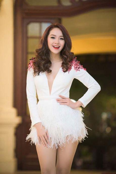 Fan ngay ngat truoc loat dam dien sieu ngan cua Minh Hang - Anh 16