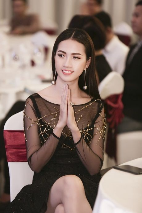 Phan Thi Mo tai xuat goi cam voi dam mong manh - Anh 1