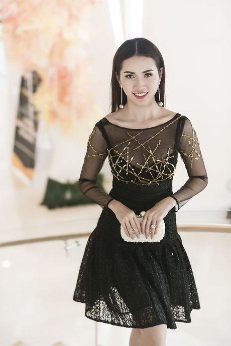 Phan Thi Mo tai xuat goi cam voi dam mong manh - Anh 3