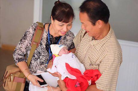 Ngot ngao loi 'yeu' Hong Que danh cho con gai qua xinh 1 thang tuoi - Anh 6