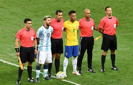 Sau chien thang, Dani Alves gui loi an ui den Leo Messi - Anh 1