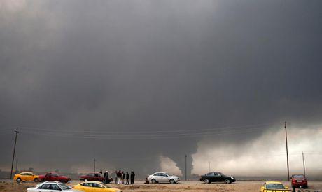 Toan canh chien su ac liet o Mosul mot tuan qua - Anh 7