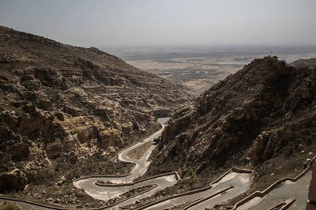 Kham pha tu vien bo hoang gan chien tuyen Mosul - Anh 9