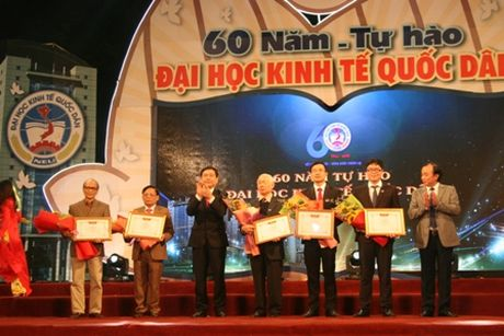 Truong Dai hoc Kinh te Quoc dan ky niem 60 nam thanh lap va don nhan Huan chuong Lao dong hang Nhat - Anh 1