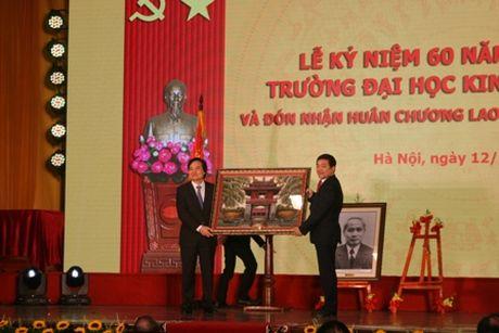 Truong Dai hoc Kinh te Quoc dan ky niem 60 nam thanh lap va don nhan Huan chuong Lao dong hang Nhat - Anh 3