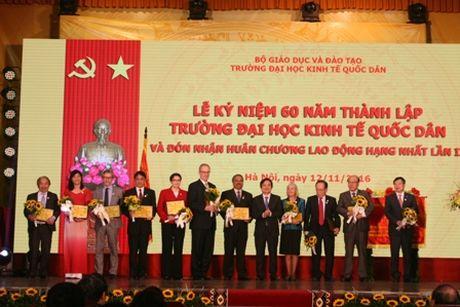 Truong Dai hoc Kinh te Quoc dan ky niem 60 nam thanh lap va don nhan Huan chuong Lao dong hang Nhat - Anh 4