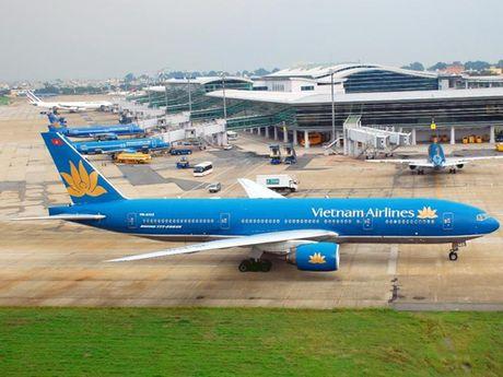 Phi cong nhan hon khi bay den Tan Son Nhat - Anh 3
