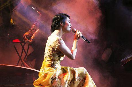 Thu Phuong khoc suot liveshow 'Mua thu cua Phuong' - Anh 5
