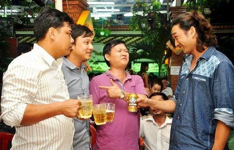Bao dong thuc trang nguoi dung ruou, bia qua nhieu tai Viet Nam - Anh 1