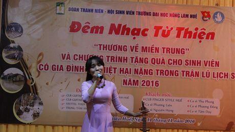 Am tinh dem nhac 'Thuong ve mien Trung' cua sinh vien Hue - Anh 1