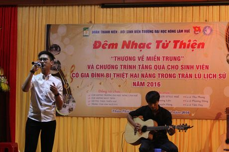 Am tinh dem nhac 'Thuong ve mien Trung' cua sinh vien Hue - Anh 3
