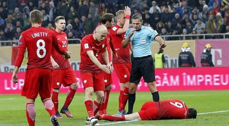 Clip: Lewandowski vat va dau don vi trung phao sang cua CDV qua khich - Anh 1