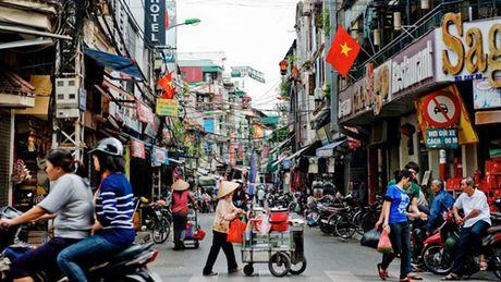 An o via he Ha Noi, khach Tay thay minh nhu nguoi khong lo - Anh 2