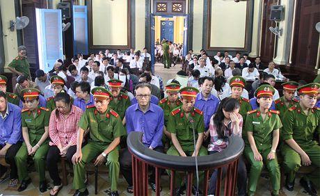 Khi chiec ao doanh nhan 'lam bun' - Anh 1