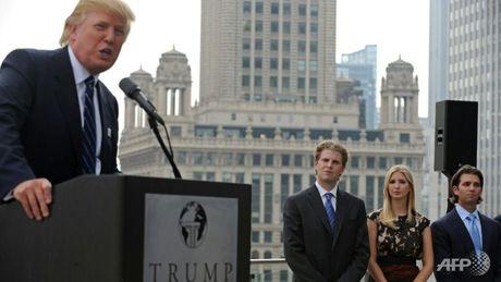 Donald Trump xoc lai doi chuyen giao quyen luc - Anh 1