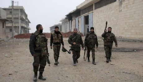 'Ho Syria' tung hoanh Aleppo, Chien binh Hoi giao tu ghi hinh cai chet - Anh 1
