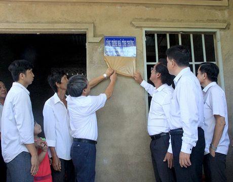 Ban ATGT TP.HCM tang nha tinh thuong cho nan nhan tai nan giao thong - Anh 4