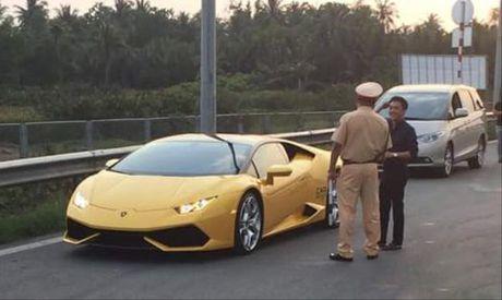 Cuong Do la va sieu xe bi canh sat giao thong 'hoi tham'? - Anh 1