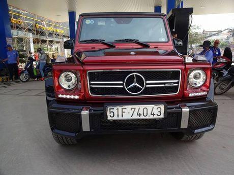 Bat gap hang doc Mercedes G63 AMG mau do do xang o Sai Gon - Anh 4