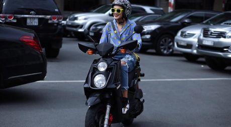 Jeans rach 've nhat' trong cuoc dua nhung mon do yeu thich cua stylist Viet - Anh 15