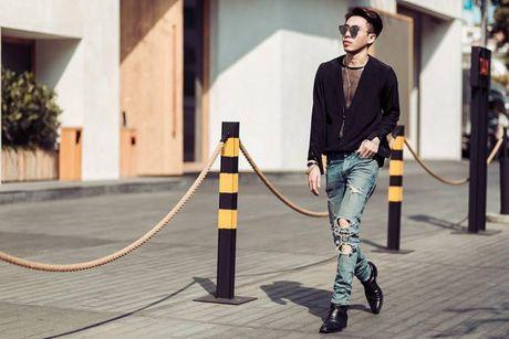 Jeans rach 've nhat' trong cuoc dua nhung mon do yeu thich cua stylist Viet - Anh 1