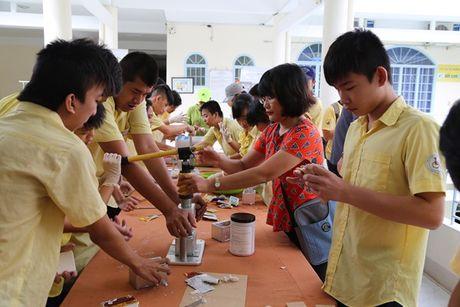 Khach san Novotel Nha Trang: To chuc hoat dong thien nguyen ho tro tre em khuyet tat - Anh 2