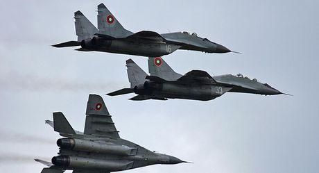 Bulgaria 'boi uoc' NATO, mua vu khi tu Nga - Anh 1