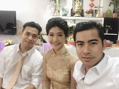 Truong The Vinh va ban gai co truong huy dam cuoi - Anh 1
