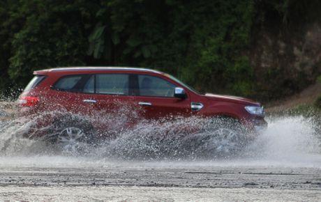 Trai nghiem lai loat SUV cua Ford o Philippines - Anh 11
