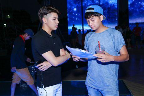 Khong Tu Quynh theo Ngo Kien Huy toi buoi tap live show Noo - Anh 1