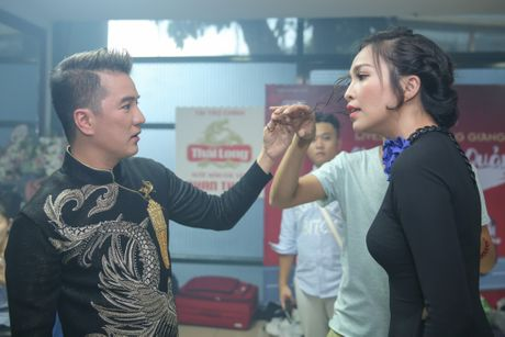 Nha Phuong cham soc Truong Giang trong hau truong live show - Anh 10