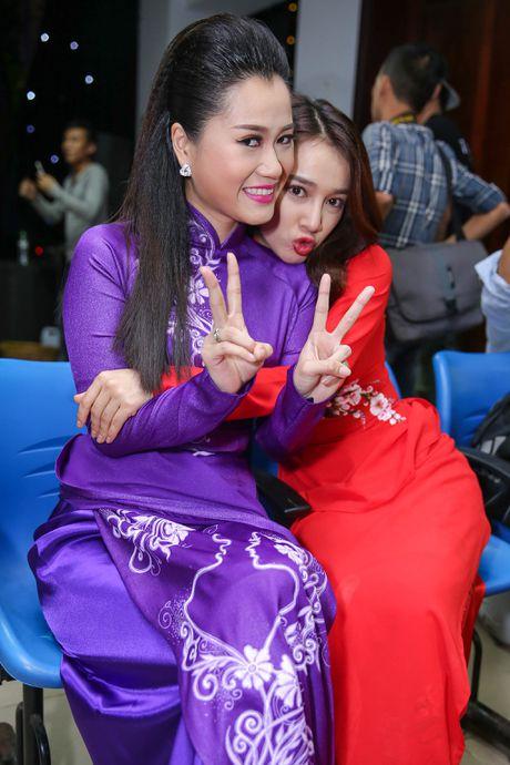 Nha Phuong cham soc Truong Giang trong hau truong live show - Anh 11