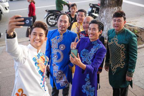 Nha Phuong cham soc Truong Giang trong hau truong live show - Anh 12