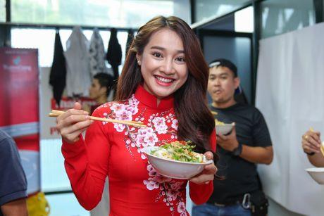 Nha Phuong cham soc Truong Giang trong hau truong live show - Anh 2