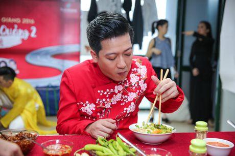 Nha Phuong cham soc Truong Giang trong hau truong live show - Anh 3