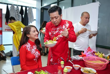 Nha Phuong cham soc Truong Giang trong hau truong live show - Anh 4