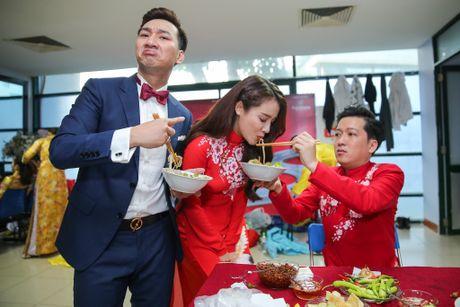Nha Phuong cham soc Truong Giang trong hau truong live show - Anh 5