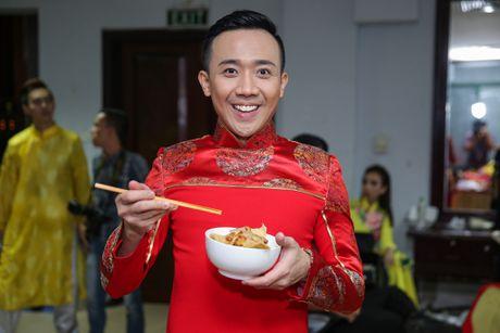 Nha Phuong cham soc Truong Giang trong hau truong live show - Anh 7